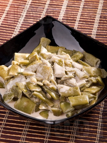 Салата от зелен боб с бял дресинг / сос от сусамов тахан - снимка на рецептата